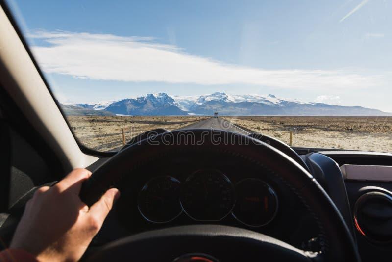 Visión desde el driver& x27; asiento de s sobre la pieza de Skaftafellsjokull del glaciar de Vatnajokull en el parque nacional de imágenes de archivo libres de regalías