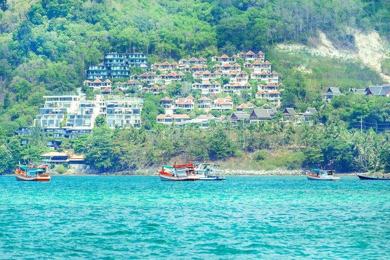 Visión desde el mar en la playa y la ciudad, Phuket Tailandia de Patong imagen de archivo