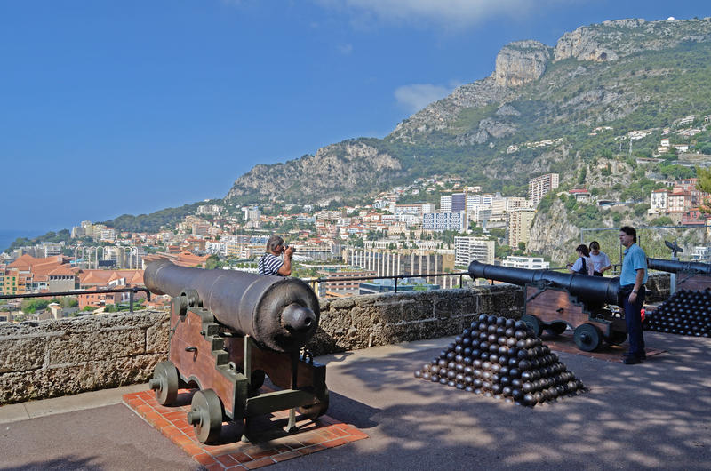 Visión desde el palacio con los cañones, Mónaco, Tom Wurl fotografía de archivo libre de regalías