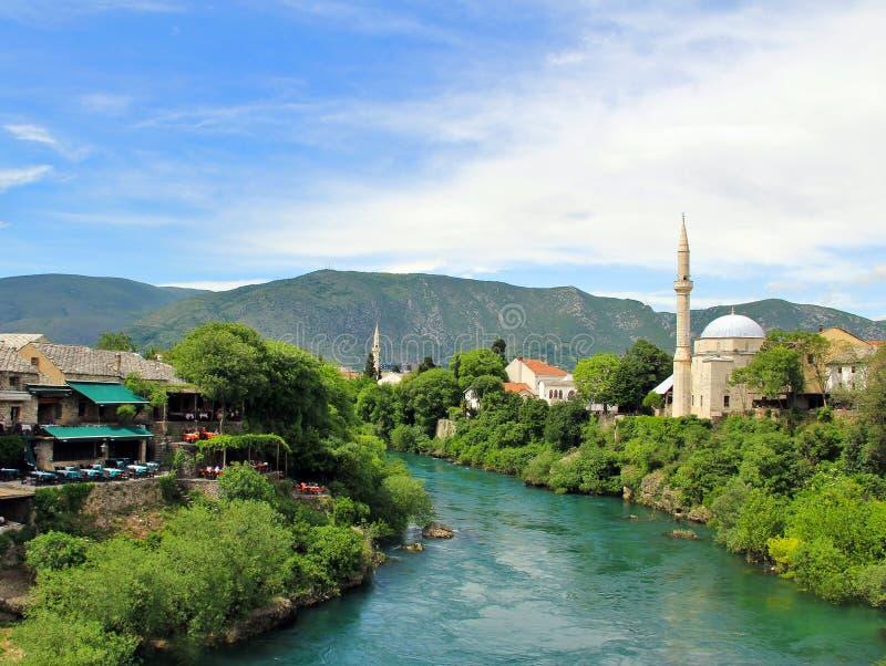 Visión desde el puente viejo (Stari más), Mostar, Bosnia y Herzegovina imágenes de archivo libres de regalías