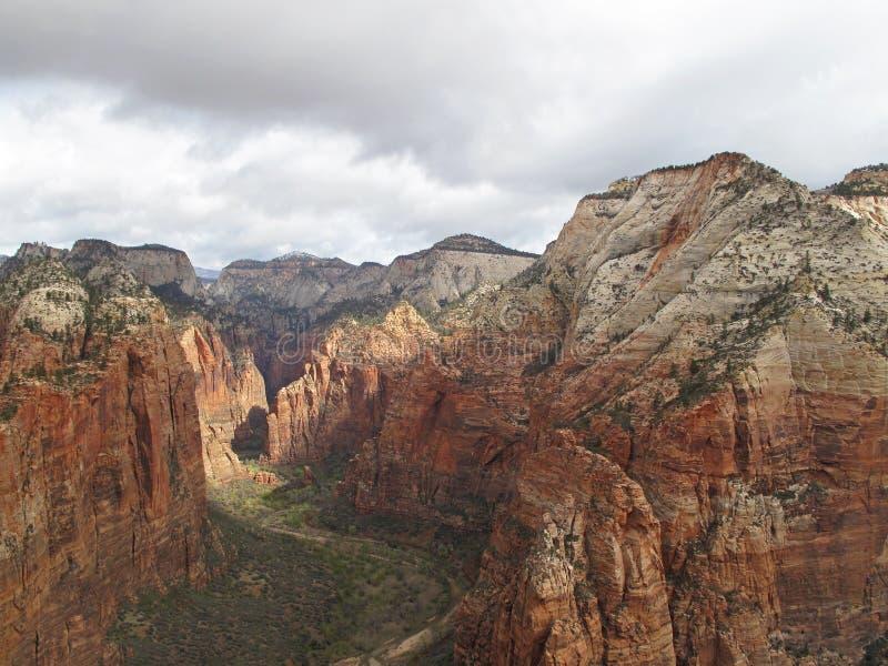 Visión desde el punto de vista encima de los ángeles que aterrizan, Zion National Park, los E.E.U.U. imagen de archivo