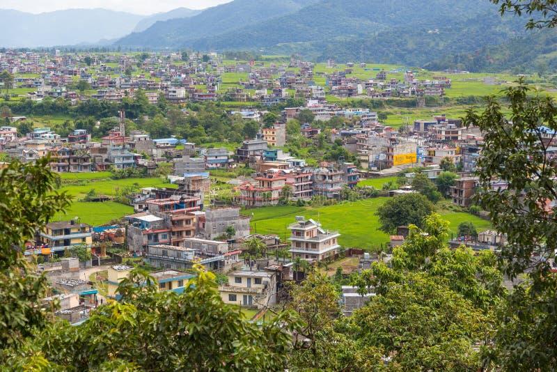 Visión desde el punto de vista de la pagoda de la paz en la ciudad de Pokhara foto de archivo libre de regalías