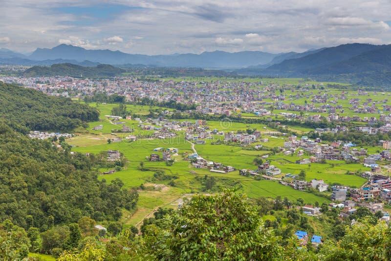 Visión desde el punto de vista de la pagoda de la paz en la ciudad de Pokhara fotografía de archivo