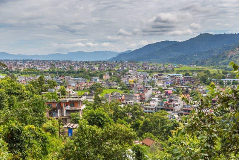 Visión desde el punto de vista de la pagoda de la paz en la ciudad de Pokhara fotos de archivo