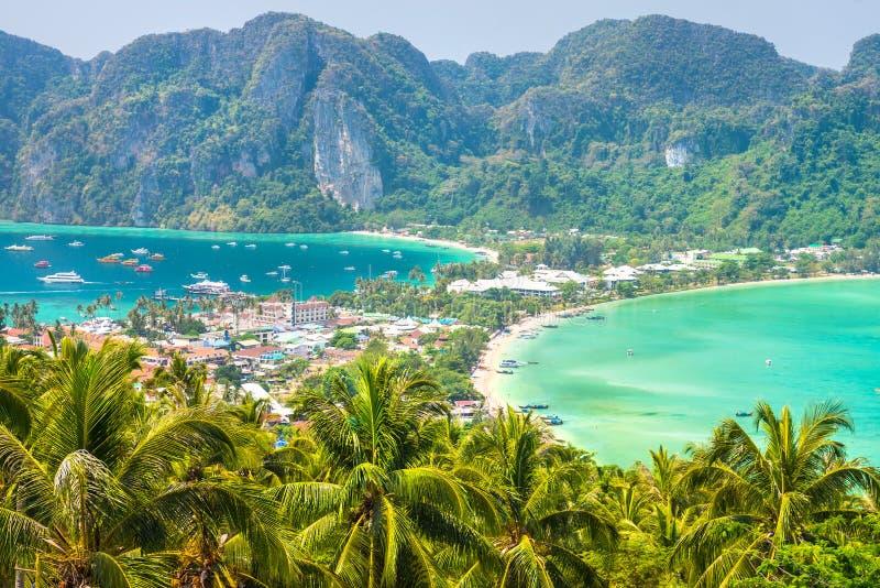 Visión desde el punto de vista más alto de la isla de Koh Phi-Phi Don imagenes de archivo