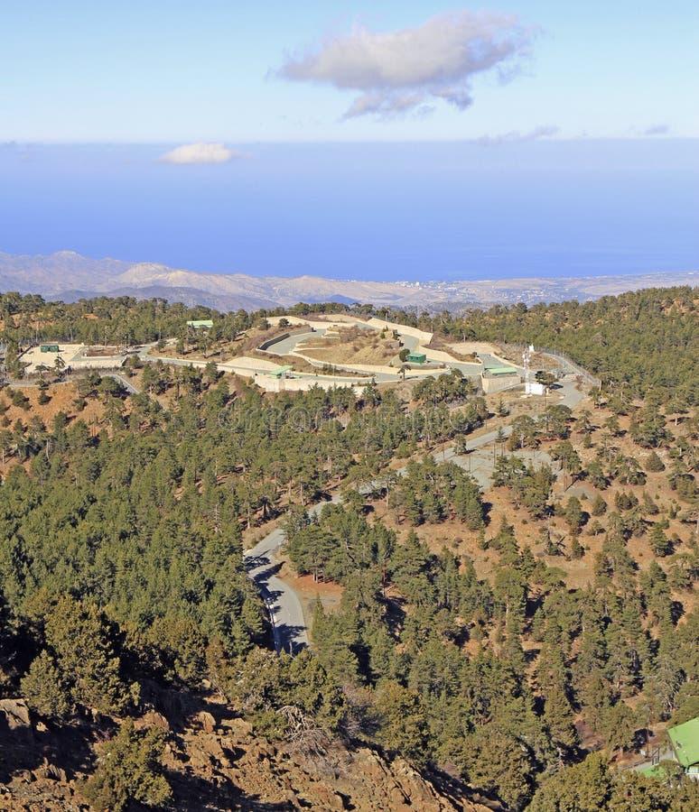 Visión desde el punto más alto en Chipre conocido como Chionistra imagen de archivo