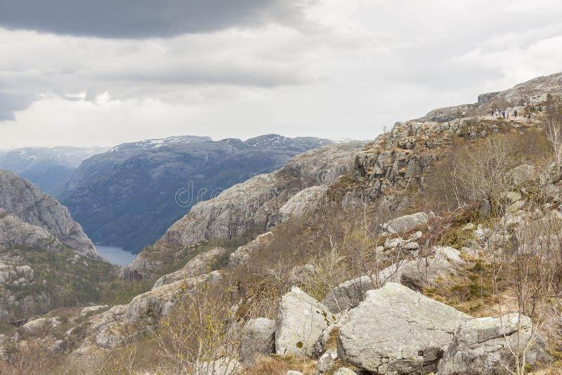 Visión desde el rastro a Preikestolen, Noruega foto de archivo libre de regalías