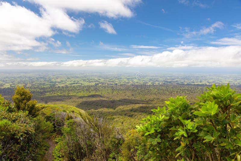 Visión desde el soporte Taranaki, Nueva Zelanda imagenes de archivo