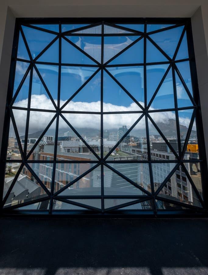 Visión desde el tejado del museo de Zeitz Mocaa de Art Africa contemporáneo, en la costa de V&A, Cape Town, Suráfrica fotografía de archivo libre de regalías