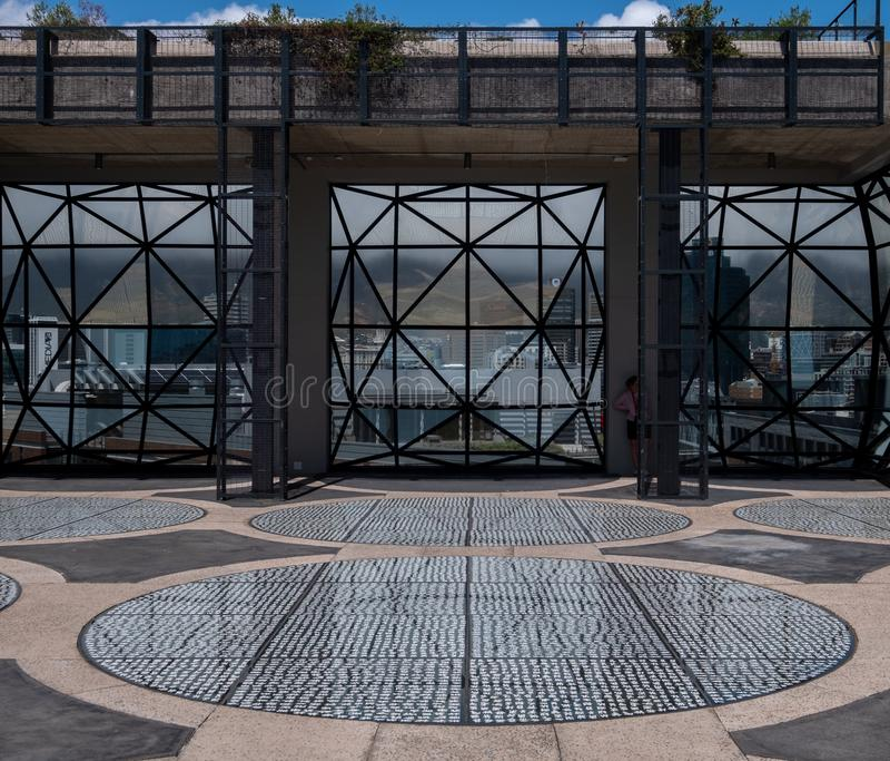 Visión desde el tejado del museo de Zeitz Mocaa de Art Africa contemporáneo, en la costa de V&A, Cape Town, Suráfrica imágenes de archivo libres de regalías
