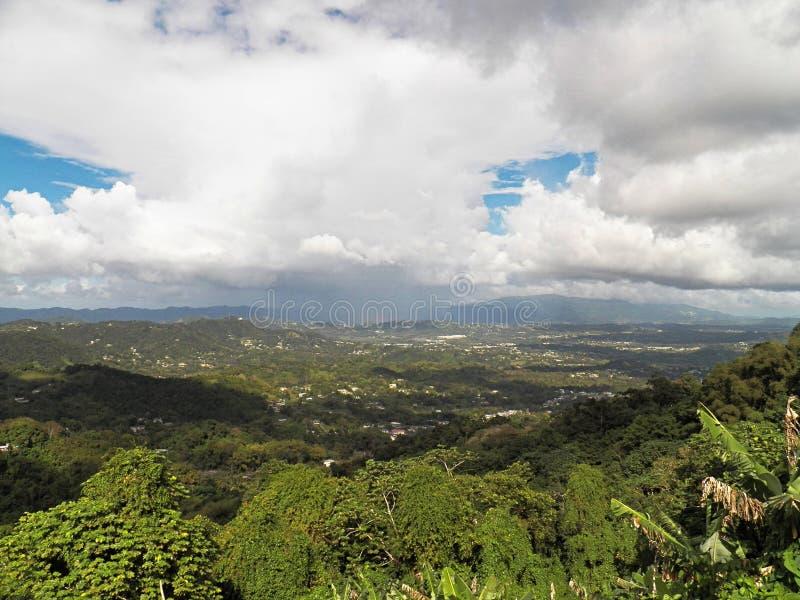 Visión desde el top de la montaña en Orocovis, Puerto Rico fotografía de archivo