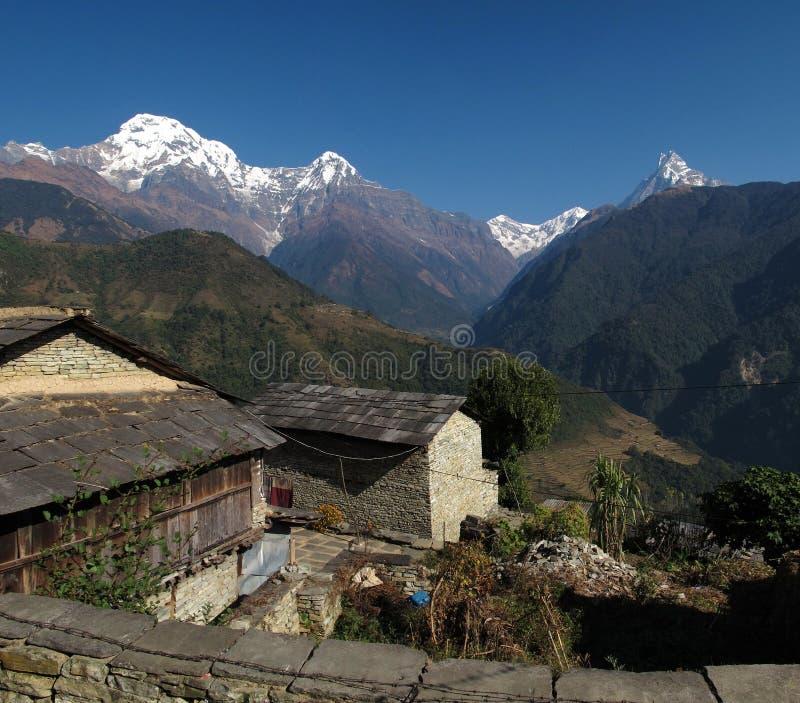 Visión desde Ghandruk, pueblo famoso de Gurung en Nepal foto de archivo
