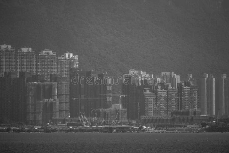 Visión desde Hong Kong Plover Cove Reservoir: monocromático foto de archivo