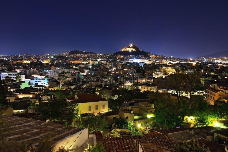 Visión desde la acrópolis en la noche Atenas imagen de archivo