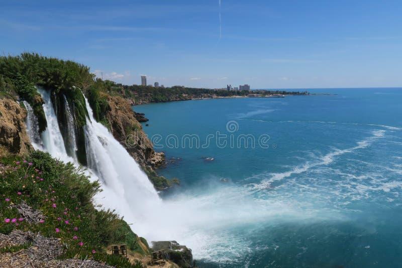 Visión desde la cascada de Duden en Antalya en Lara Beach en el fondo fotos de archivo libres de regalías