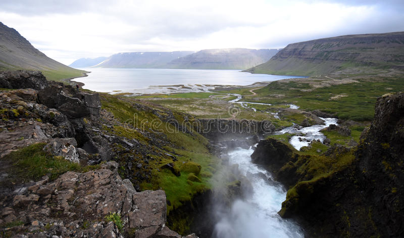 Visión desde la cascada de Dynjandi fotografía de archivo
