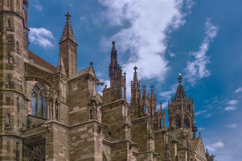 Visión desde la catedral de la ciudad fotos de archivo