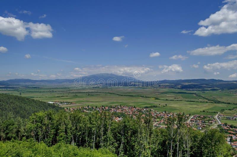 Visión desde la colina de los balnearios del St a la montaña Vitosha y Plana fotografía de archivo libre de regalías