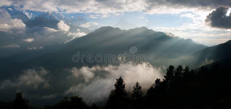 Visión desde la colina de Poon de la punta de visión a Annapurna fotografía de archivo