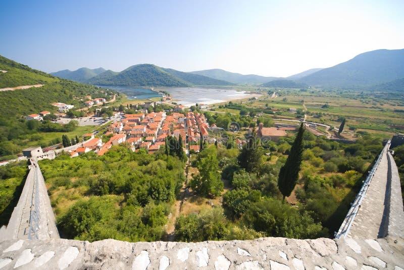 Visión desde la fortaleza de piedra en la ciudad fotografía de archivo libre de regalías