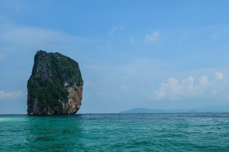 Visión desde la isla de Tup en Krabi, Tailandia fotografía de archivo libre de regalías