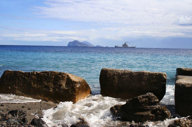 Visión desde la isla Lipari, Italia imágenes de archivo libres de regalías