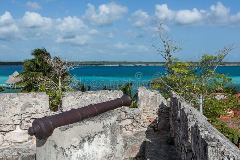 Visión desde la laguna de Bacalar del fuerte fotos de archivo libres de regalías