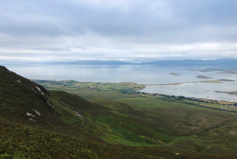 Visión desde la montaña de Croagh Patrick, Westport, Irlanda fotografía de archivo