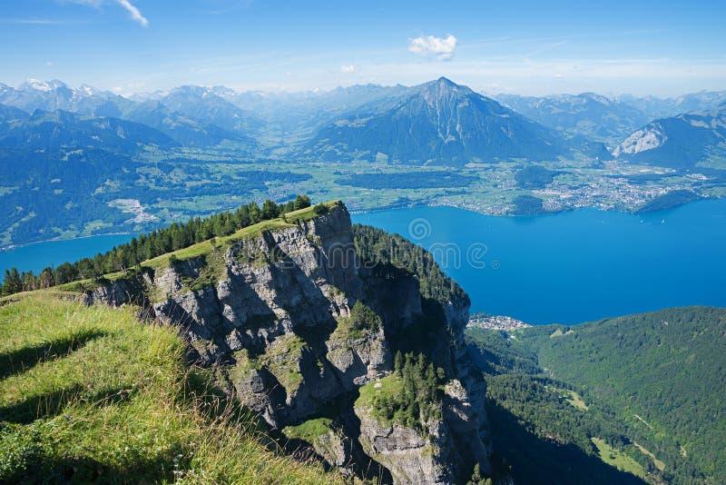 Visión desde la montaña del niederhorn al thunersee del lago foto de archivo libre de regalías