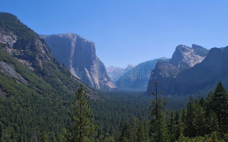 Visión desde la punta de la inspiración de Yosemite imagenes de archivo