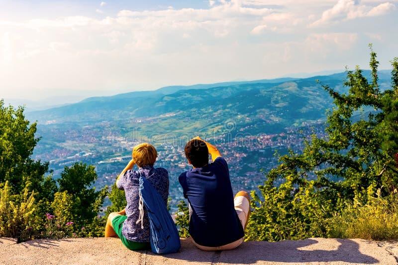 Visión desde la tapa de la montaña imagenes de archivo