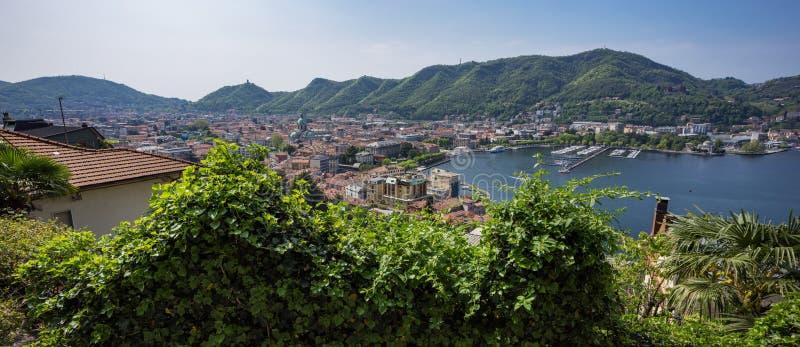Visión desde la terraza de la ciudad Como foto de archivo libre de regalías
