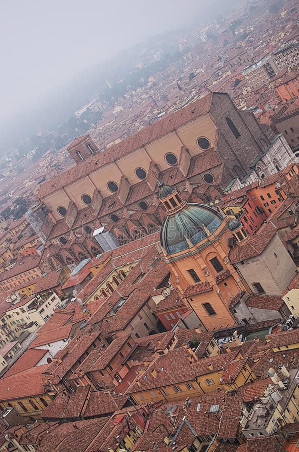 Visión desde la torre del centro histórico de Bolonia Italia fotografía de archivo