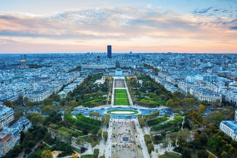 Visión desde la torre Eiffel sobre Champs de Marte imagen de archivo