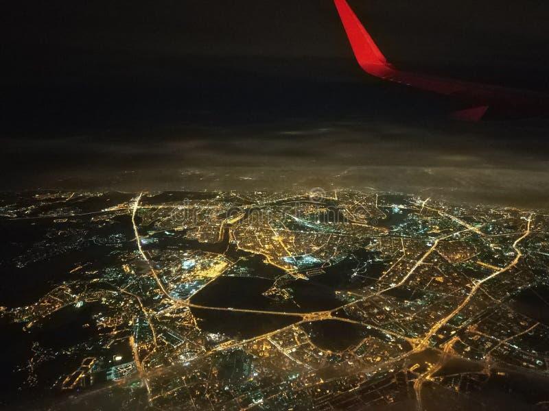 Visión desde la ventana de los aviones, en alguna parte en la región de Moscú fotografía de archivo