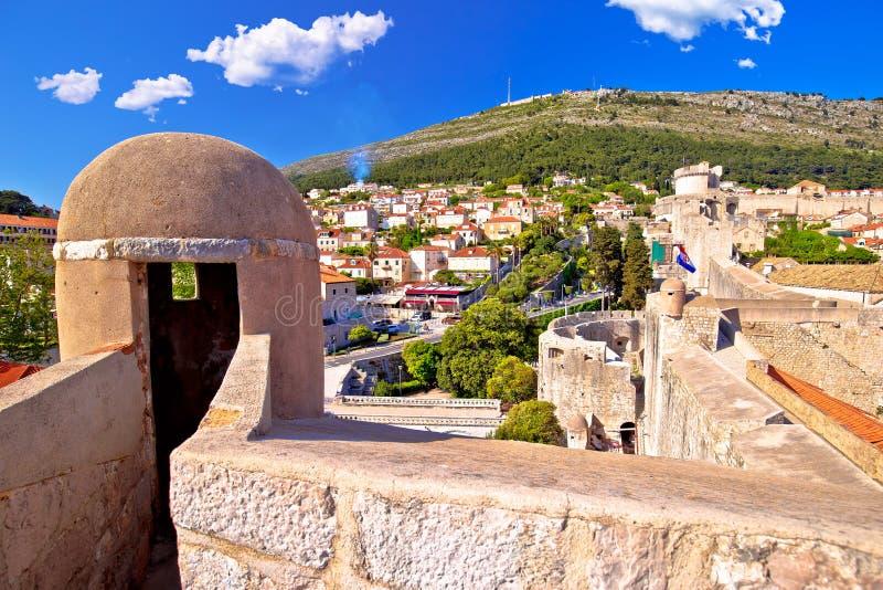 Visión desde las paredes de la ciudad de Dubrovnik fotos de archivo