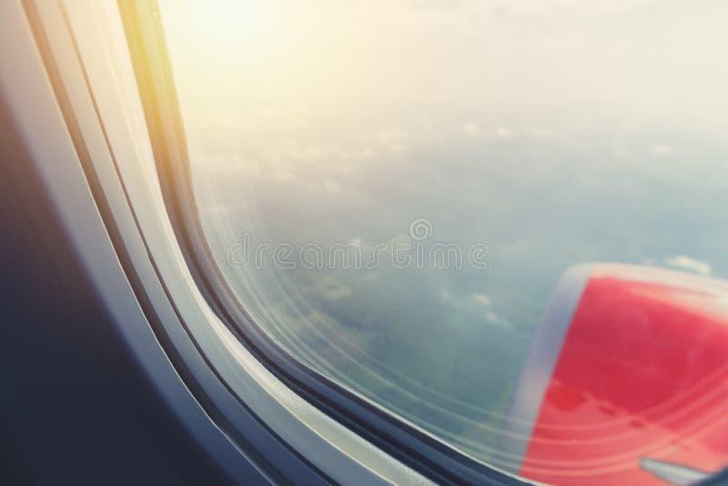 Visión desde los aviones directos de la ventana fotos de archivo