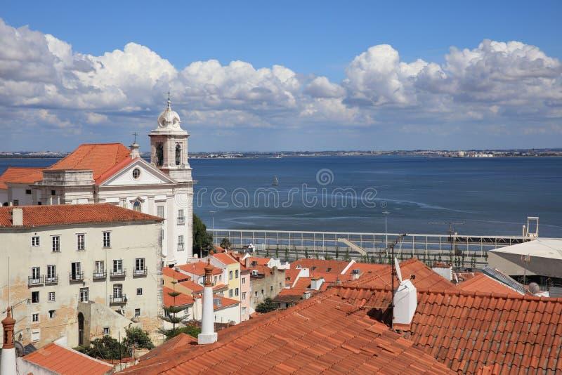 Visión desde Miradouro de Santa Luzia a Alfama Lissabon fotografía de archivo libre de regalías