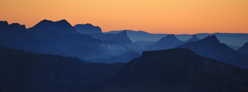 Visión desde Mt Niesen en la puesta del sol fotografía de archivo