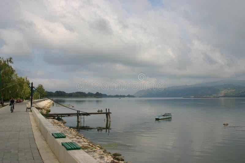 Visión desde Serbia sobre Danubio a Rumania imagen de archivo