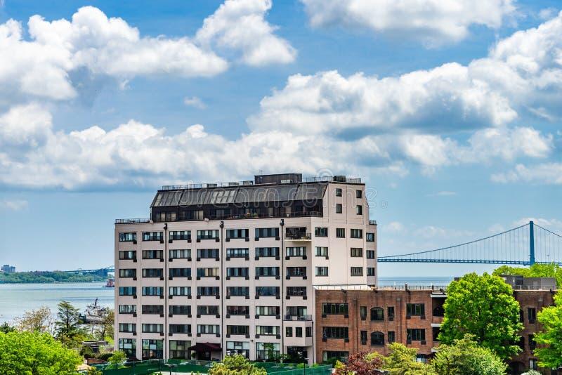 Visión desde Staten Island a Brooklyn vía bahía y el puente superiores de los estrechos de Verrazzano fotos de archivo