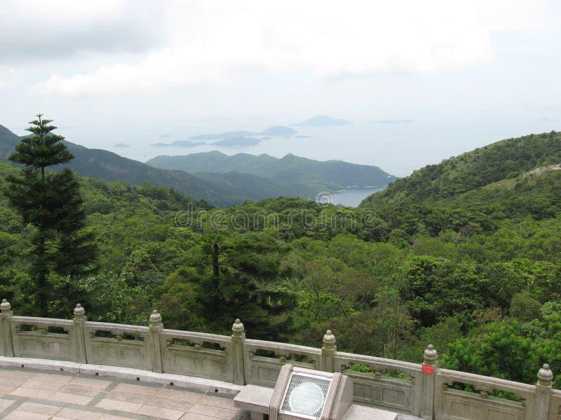 Visión desde Tian Tan Buddha hacia otras islas, isla de Lantau, Hong Kong imagen de archivo libre de regalías