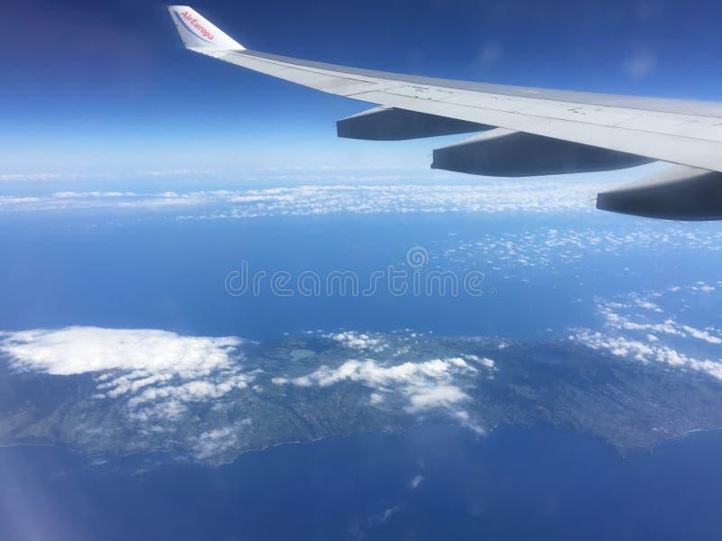 Visión desde un avión sobre el Océano Atlántico imagen de archivo