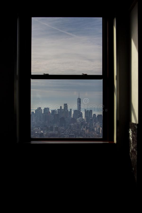 Visión desde una ventana de la plataforma de observación del estado del imperio imagen de archivo libre de regalías
