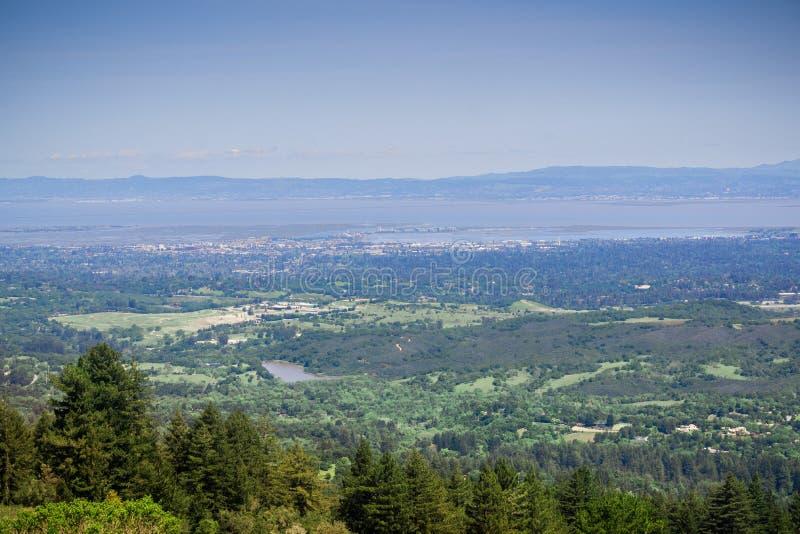 Visión desde Windy Hill hacia Redwood City, Silicon Valley, San Francisco Bay Area, California foto de archivo libre de regalías