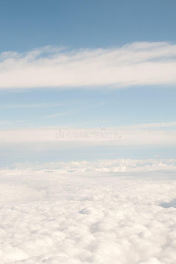 Visión divina alta sobre las nubes del cielo fotos de archivo libres de regalías