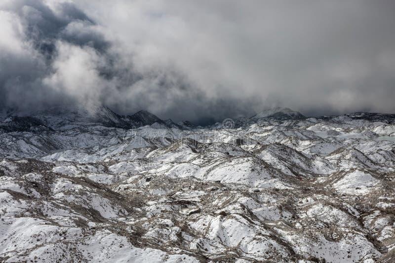 Visión dramática sobre el glaciar de Ngozumpa en Sagarmatha foto de archivo libre de regalías