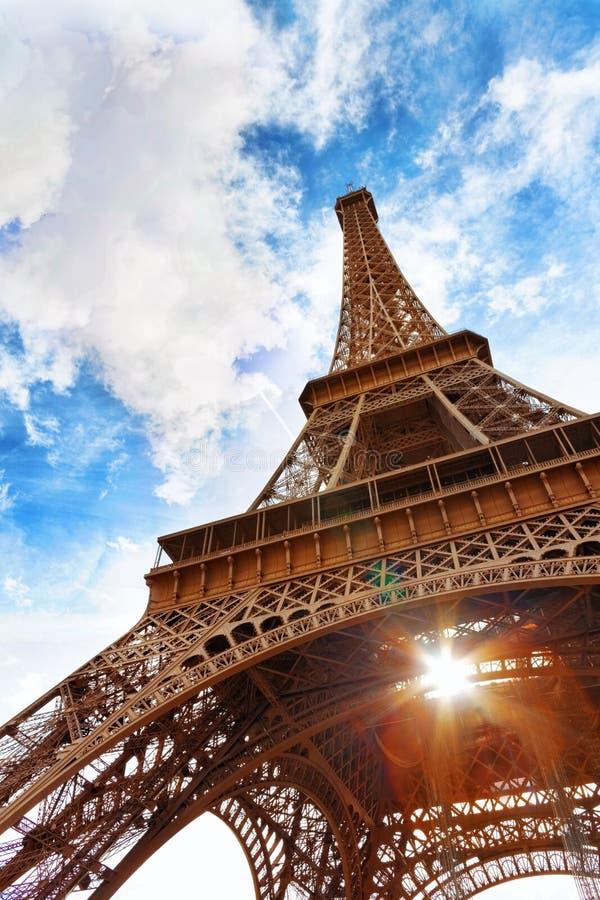 Visión en el pie de la torre Eiffel. fotos de archivo