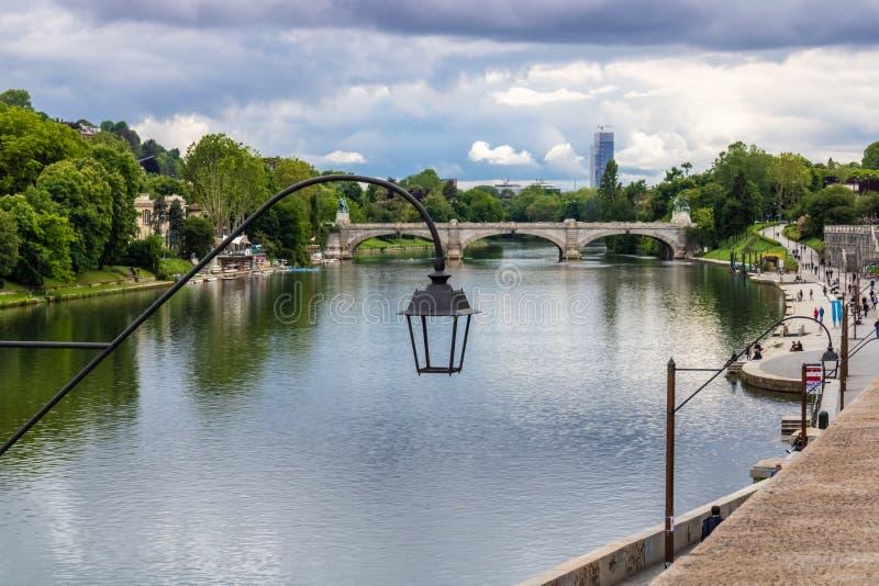 Visión en el río Po en Turín, Italia foto de archivo libre de regalías