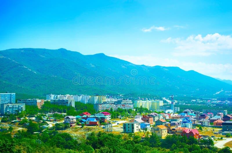 Visión en la ciudad en las montañas fotografía de archivo